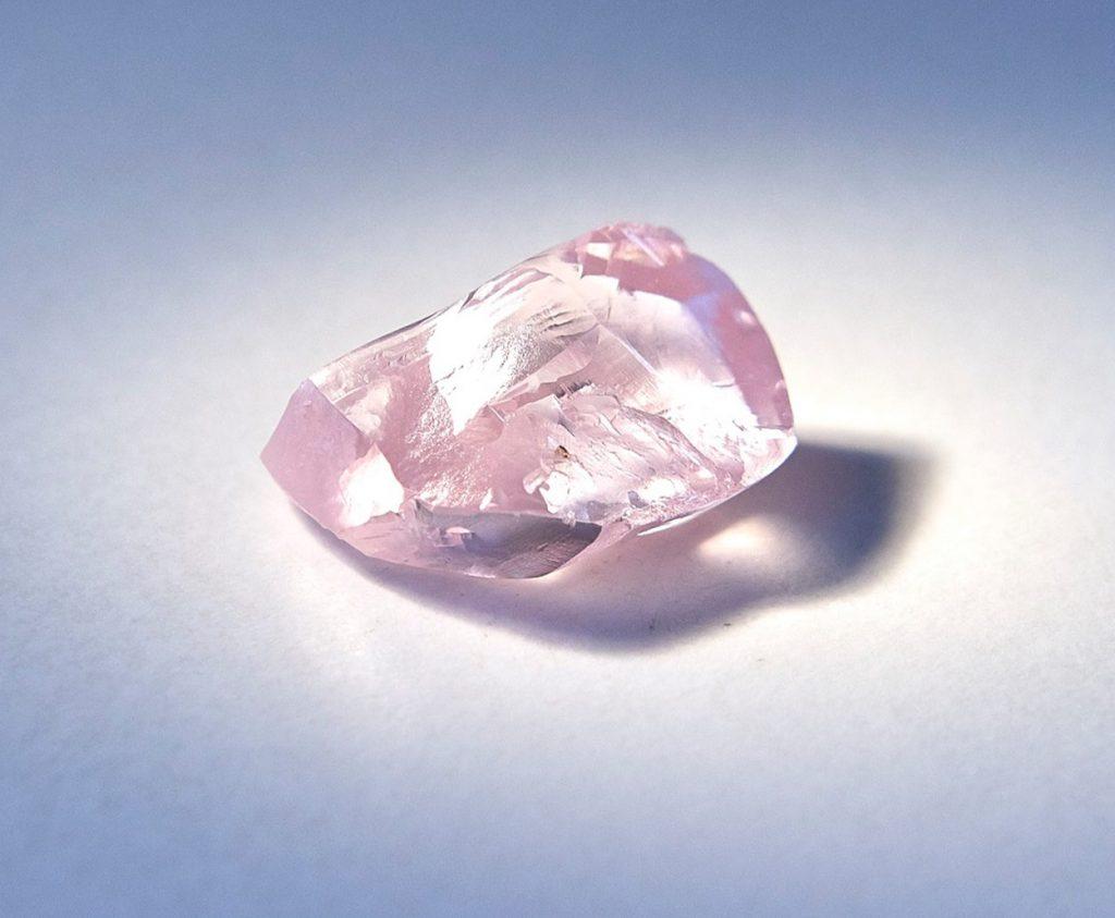 Alrosa's 27.85 carat pink diamond