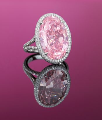 Oval Cut Fancy Vivid Pink Diamond