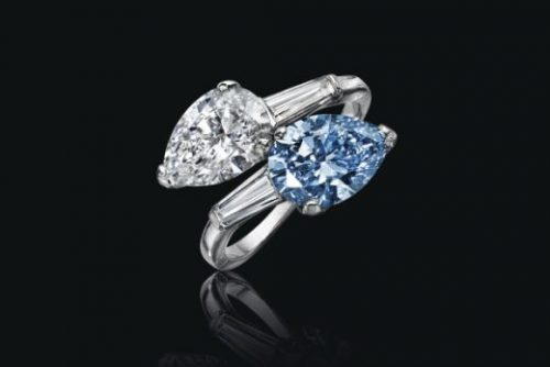 A Twin Stone Pear Brilliant cut Fancy Vivid Blue Diamond