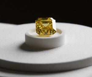 alrosa-large-yellow-diamond